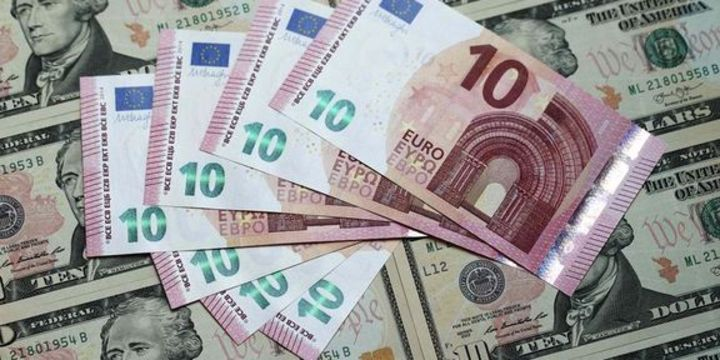 Euro dikkatlerin ABD istihdamına kaymasıyla düştü