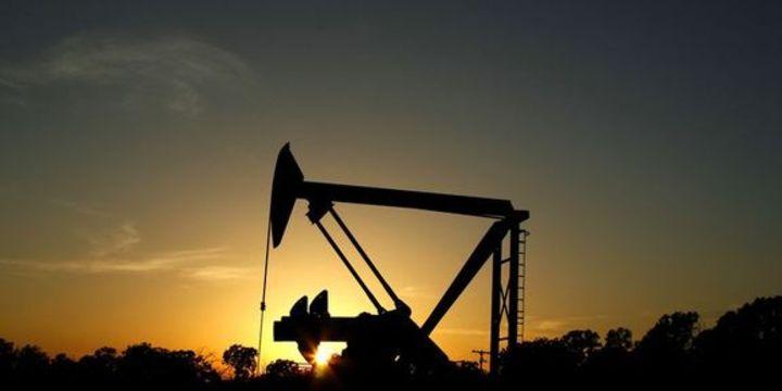 """Petrol """"stok"""" verisine karşın 6 yılın en düşüğüne indi"""