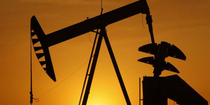 """Petrol """"stok"""" verileri öncesi kazancını genişletti"""