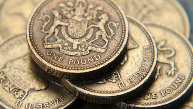 Pound 5 yılın en düşüğünü gördü