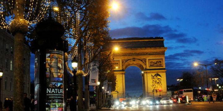 Champs Elysees ayda bir yayaların olacak
