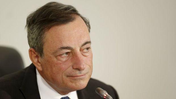 Draghi Kuroda'nın yürüdüğü ipten yürüyecek