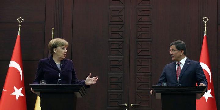 Başbakan Davutoğlu, Merkel ile telefonla görüştü