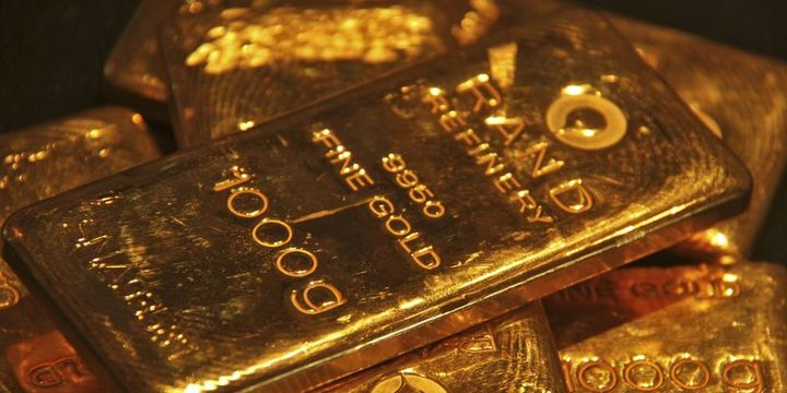 """Altın """"güçlü dolar"""" ile bir ayın en düşüğünde"""