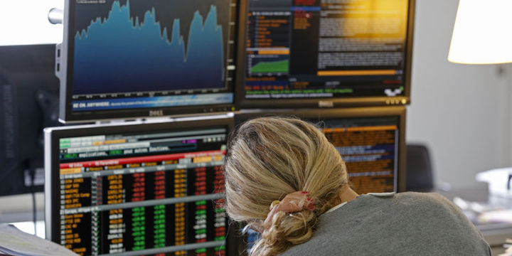 """Küresel piyasalar """"yükselen"""" dolarla yön buldu"""