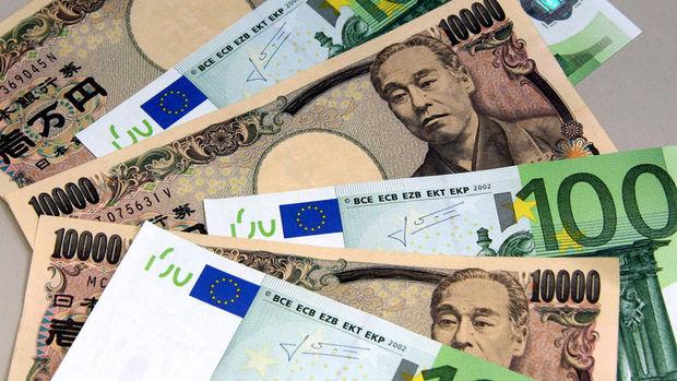 Yen dolar karşısında 1 yılı aşkın sürenin en yükseğinde