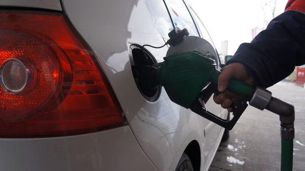 Benzin fiyatlarında 3 kuruş indirime gidildi