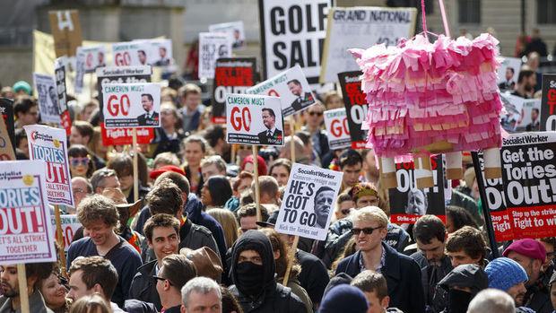 İngiltere Başbakanı Cameron Londra'da protesto edildi