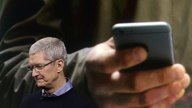 Apple CEO'su: iPhone pahalı, fiyatı düşürebiliriz