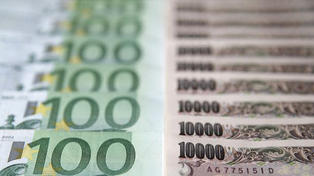 """Yen boğaları """"güçlü dolar"""" sonrası euroyu hedef alıyor"""