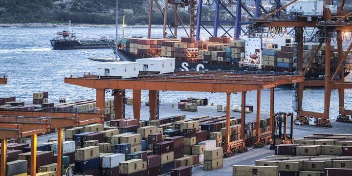 Yunan meclisi Pire Limanı