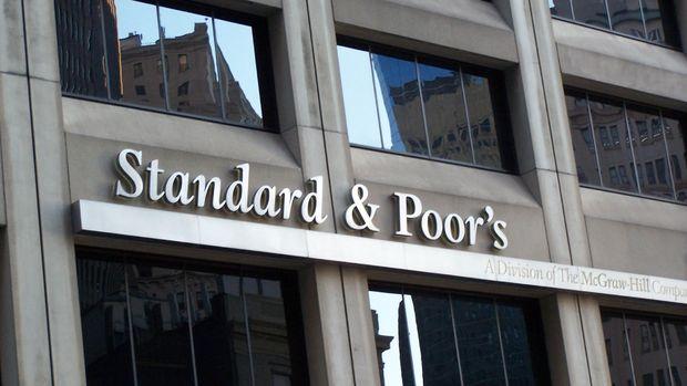 S&P İngiliz bankalarının notunu kırdı