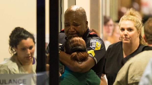 "ABD'nin Dallas kentinde ""sniper""lı saldırıda 5 polis öldü"