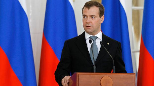 Medvedev, Türkiye'ye charter seferlerin başlatılmasını istedi