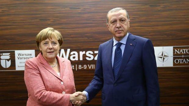 Erdoğan, Merkel ve Cameron'la görüştü
