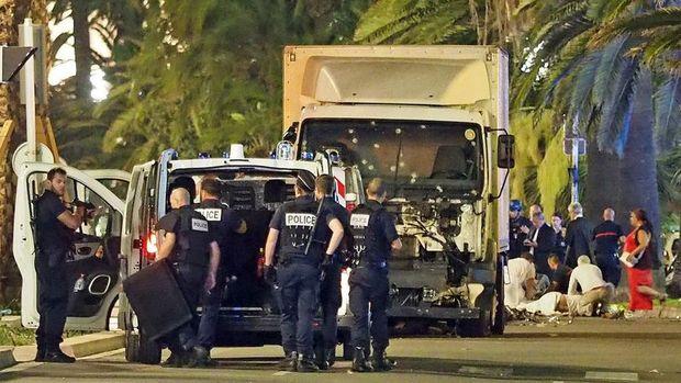 Paris Savcısı François Molins: 10'u çocuk 84 kişi öldü