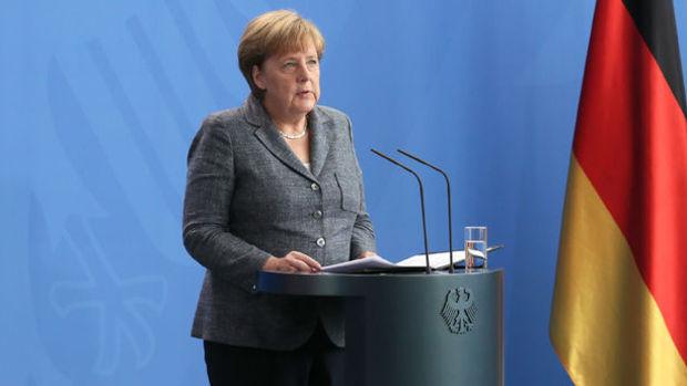 Merkel: Almanya seçilmiş hükümetin yanındadır