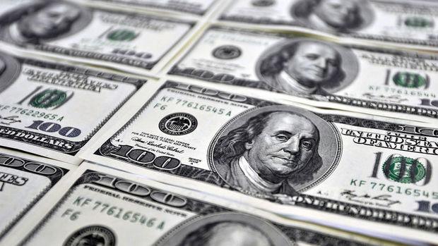 """Dolar """"istihdam"""" sonrasında kazançlarını korudu"""