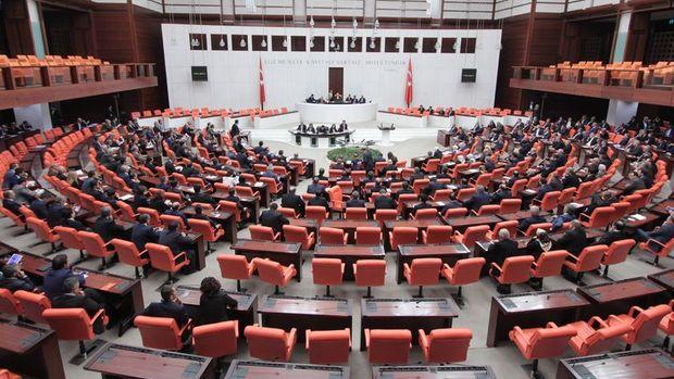 AKP/Gül: Yeni anayasa için bu hafta bir araya geleceğiz