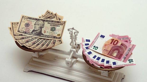 """Dolar """"Fed"""" öncesi geriledi"""