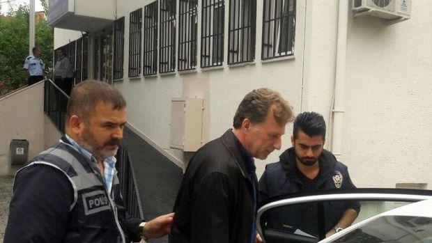 Eski futbolcu İsmail Demiriz tutuklandı