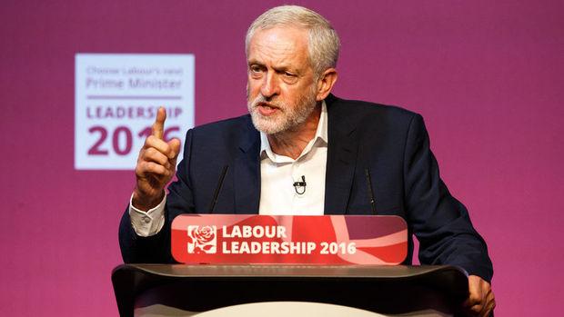 İngiltere'de İşçi Partisi lideri Corbyn koltuğunu korudu