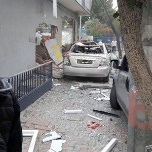 İSTANBUL'DA POLİS KARAKOLUNA BOMBALI MOTOSİKLETLE SALDIRI