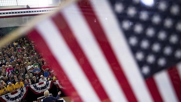 Bloomberg anketi: Clinton Trump'un 9 puan önünde