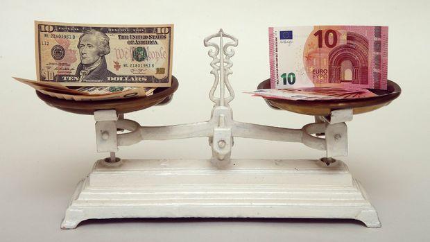 Euro/dolar'da 1 seviyesi traderların radarına girdi