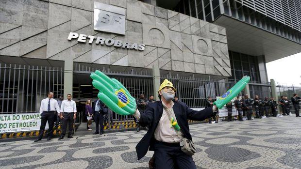 Brezilya'da yolsuzluk soruşturmasında eski Rio valisi gözaltına alındı