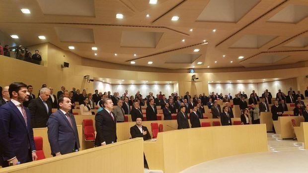 Gürcistan'da Kvirikaşvili'nin kabinesi güvenoyu aldı