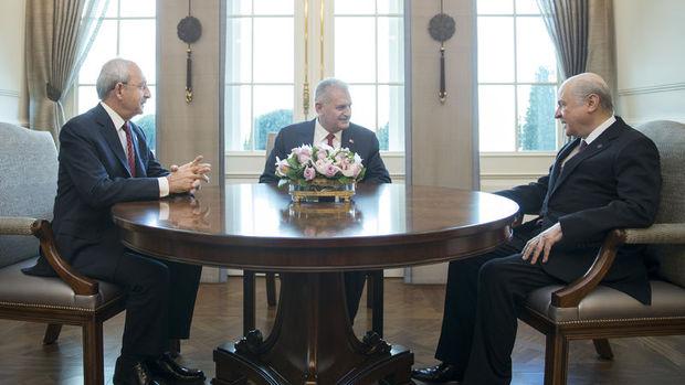 Başbakan, Kılıçdaroğlu ve Bahçeli ile bir araya geldi