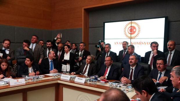 Anayasa paketinin üçte birinde değişiklik olasılığı güçlendi