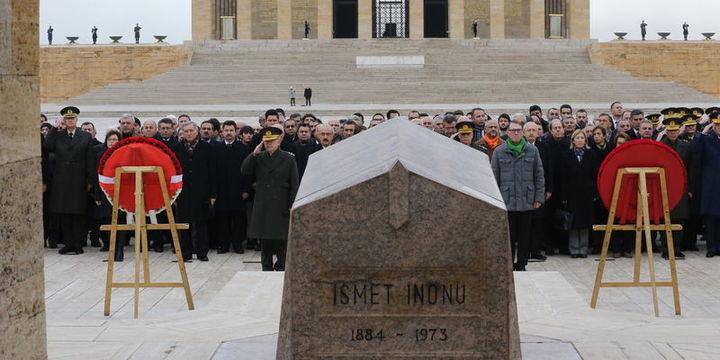 İnönü vefatının 43. yılında Anıtkabir