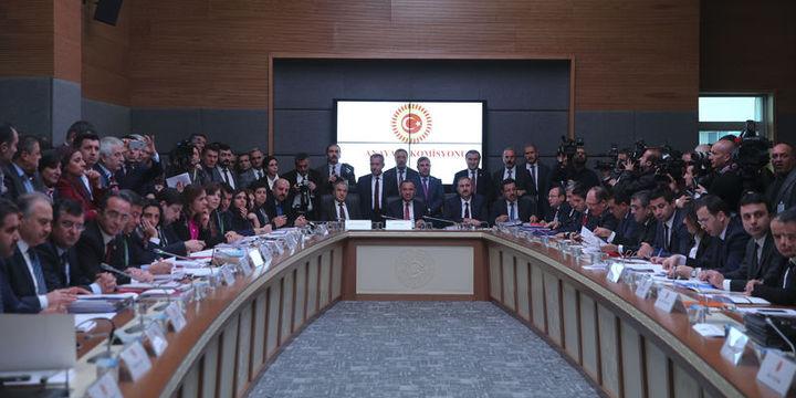 Anayasa değişikliği teklifinin ilk iki maddesi kabul edildi