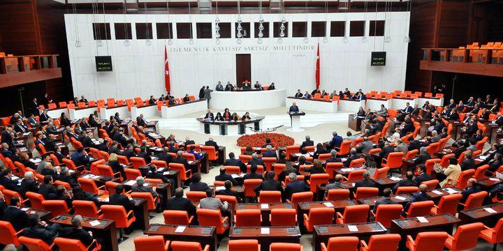 Anayasa değişikliği teklifinin 13. maddesi değiştirilerek kabul edildi