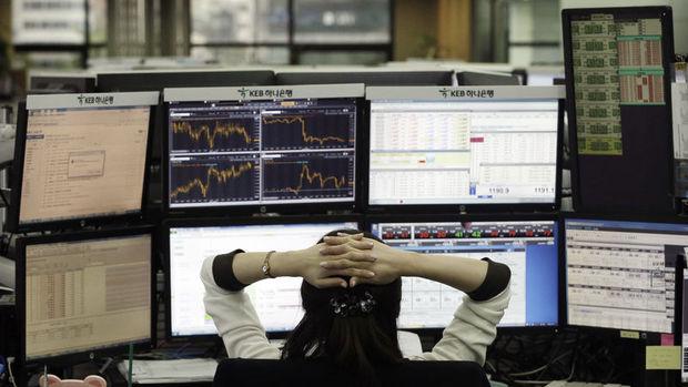 Küresel piyasalar: Dolar ve ABD hisseleri gerilerken altın yükseldi