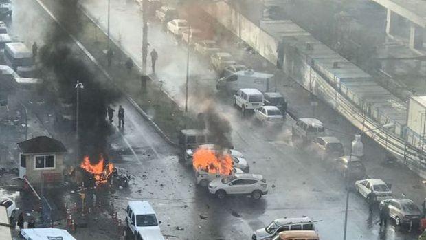 İzmir Adliyesi'ne bombalı araç saldırısı: 2 şehit