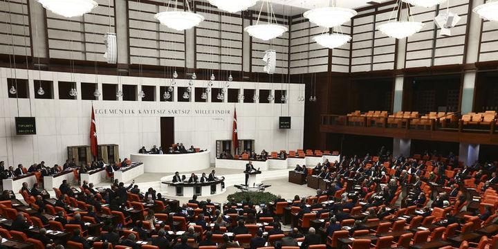 Anayasa teklifinin 7. ve 8. maddeleri kabul edildi