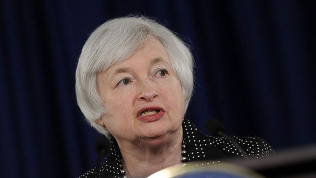 Yellen, Fed'in geride kalmadığını söyleyerek kademeli faiz artışını destekledi