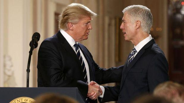 Trump Yüksek Mahkeme üyeliğine adayını açıkladı