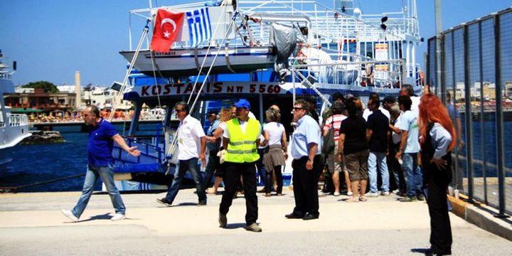 """Yunan adalarına """"kapıda vize"""" sona eriyor"""