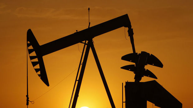 Petrol 54 dolar civarında kazancını korudu