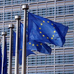 AB EURO BÖLGESİ BÜYÜME VE ENFLASYON TAHMİNLERİNİ ARTIRDI