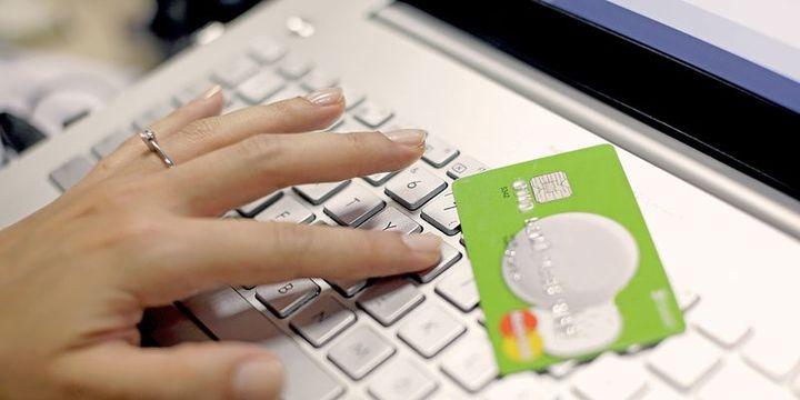 """Online alışverişte ilk sırayı """"giyim"""" aldi"""