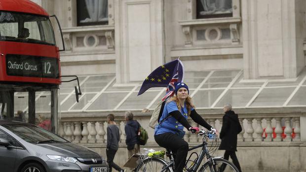 İngiltere Parlamentosu erken seçim kararını onayladı