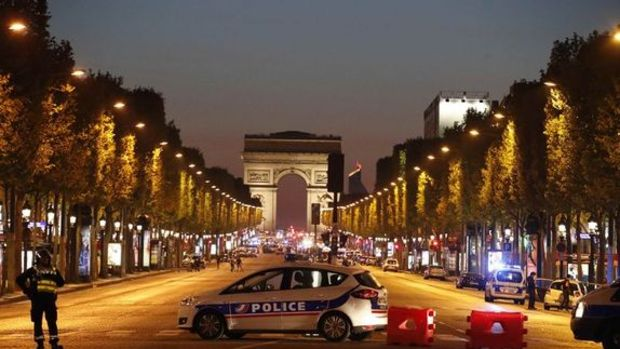 Fransa'da çatışma: 1 polis öldü, 1 polis yaralandı