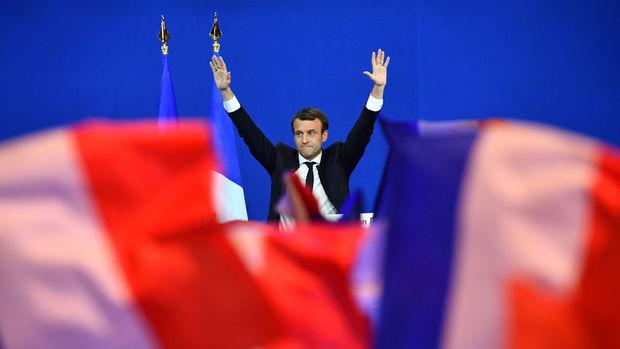 Fransa'da ikinci turda Macron'un şansı yüksek