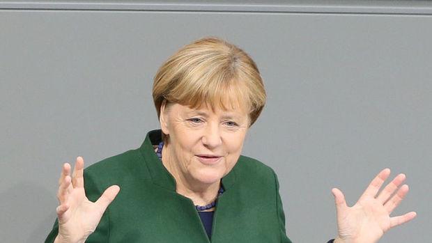 Merkel: Türkiye, AKPM'nin değerlendirmesini göz önünde bulundurmalı
