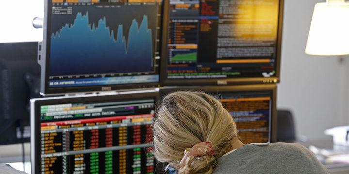 Küresel Piyasalar: ABD hisseleri siyasi kargaşayla geriledi, petrol düştü